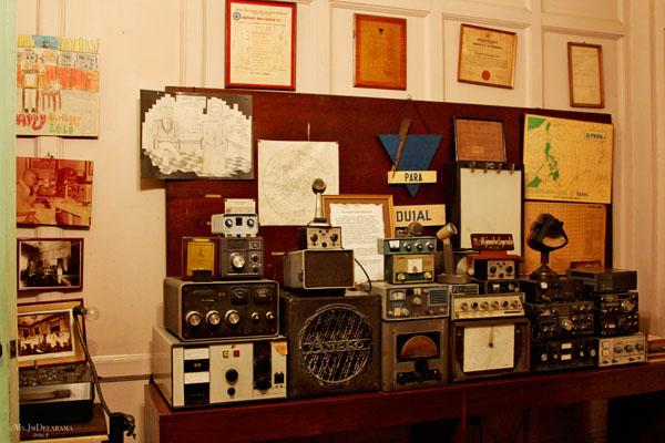More interesting rooms with vintage radio collection